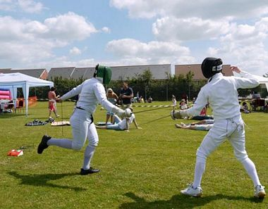 Épée               fencing - a flèche attack by Alex
